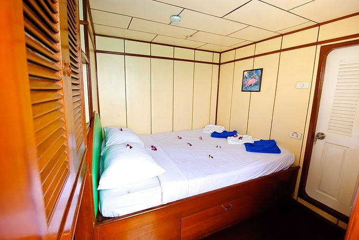 Deep Andaman Queen Deluxe double bed cabin