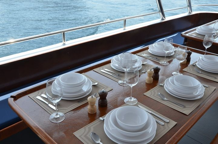 DiveRACE E Class dining