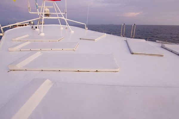 Giamani Liveaboard sun deck