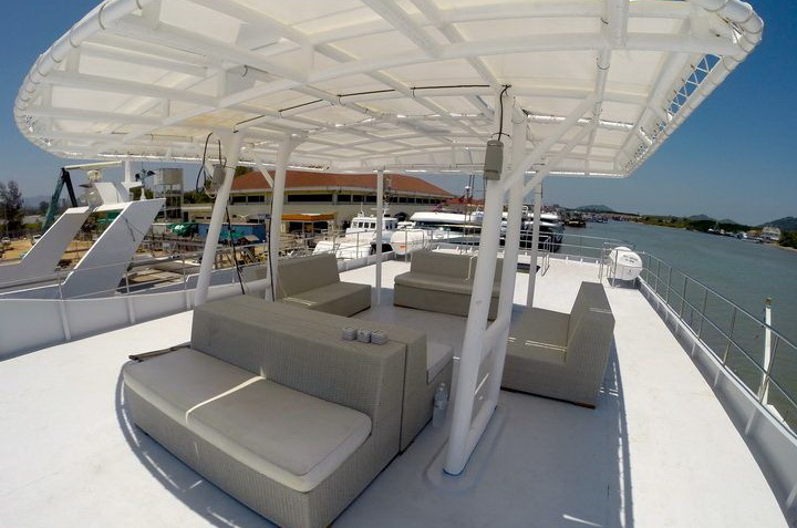 DiveRACE E Class sun deck